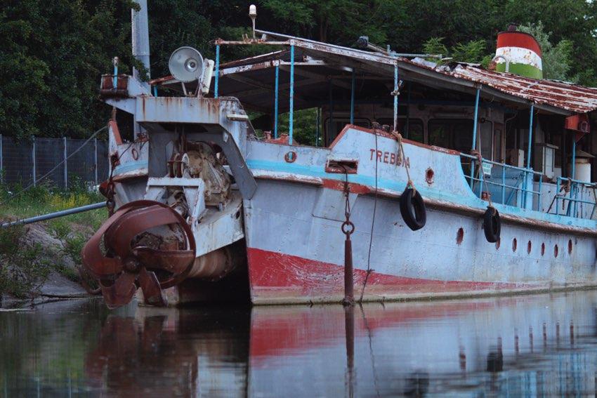Fiume Po barca su Isola Serafini